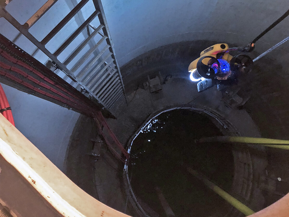 VideoRay survey in confined space